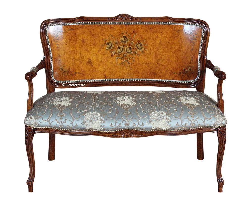 Sofá respaldo en madera decorado a mano asiento tapizado