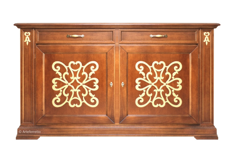 Aparador con friso decorativo en madera