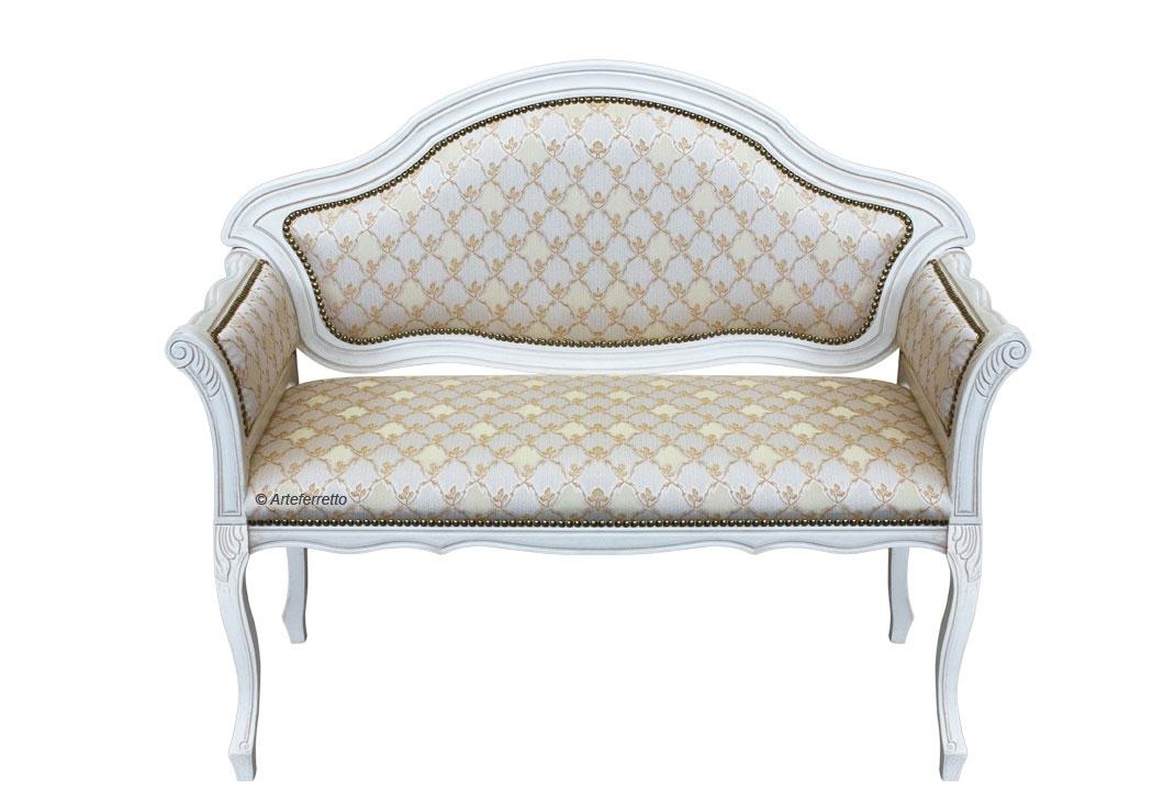 Sofá de madera laqueado blanco y tapizado