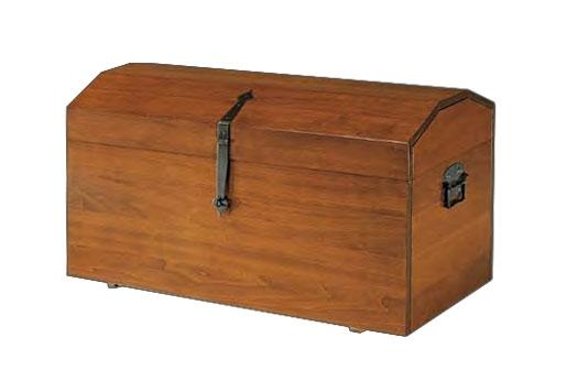 Baúl en madera maciza de estilo clásico hecho por artesanos