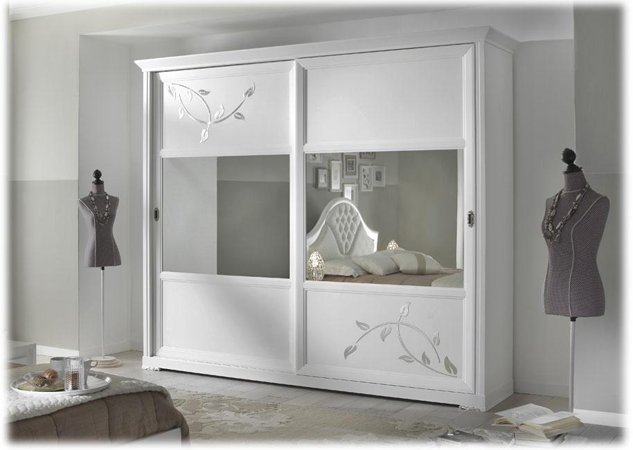 Armario puertas con espejos, puertas correderas y decoración floreal