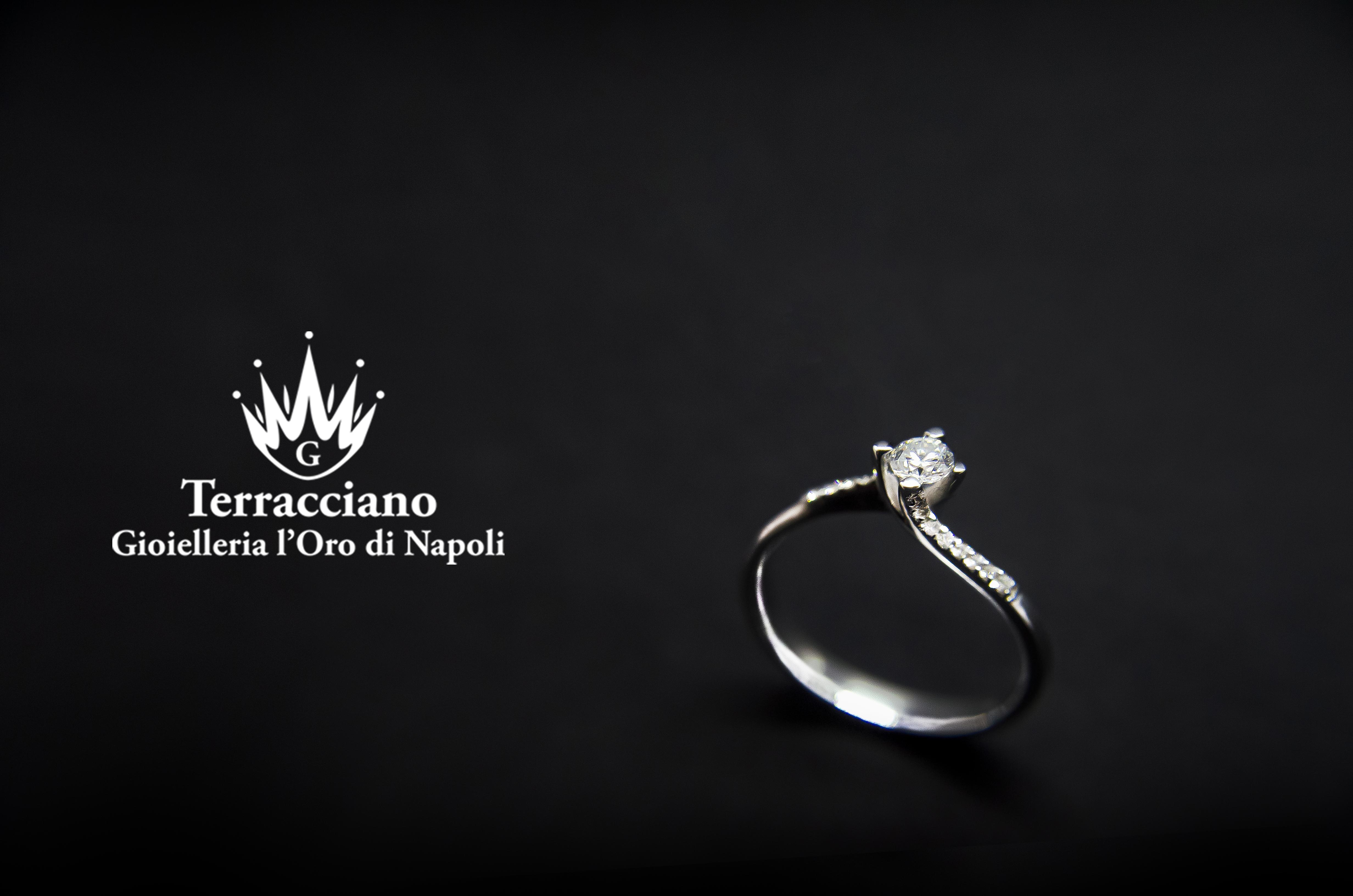 Anello Solitario in oro e Diamanti
