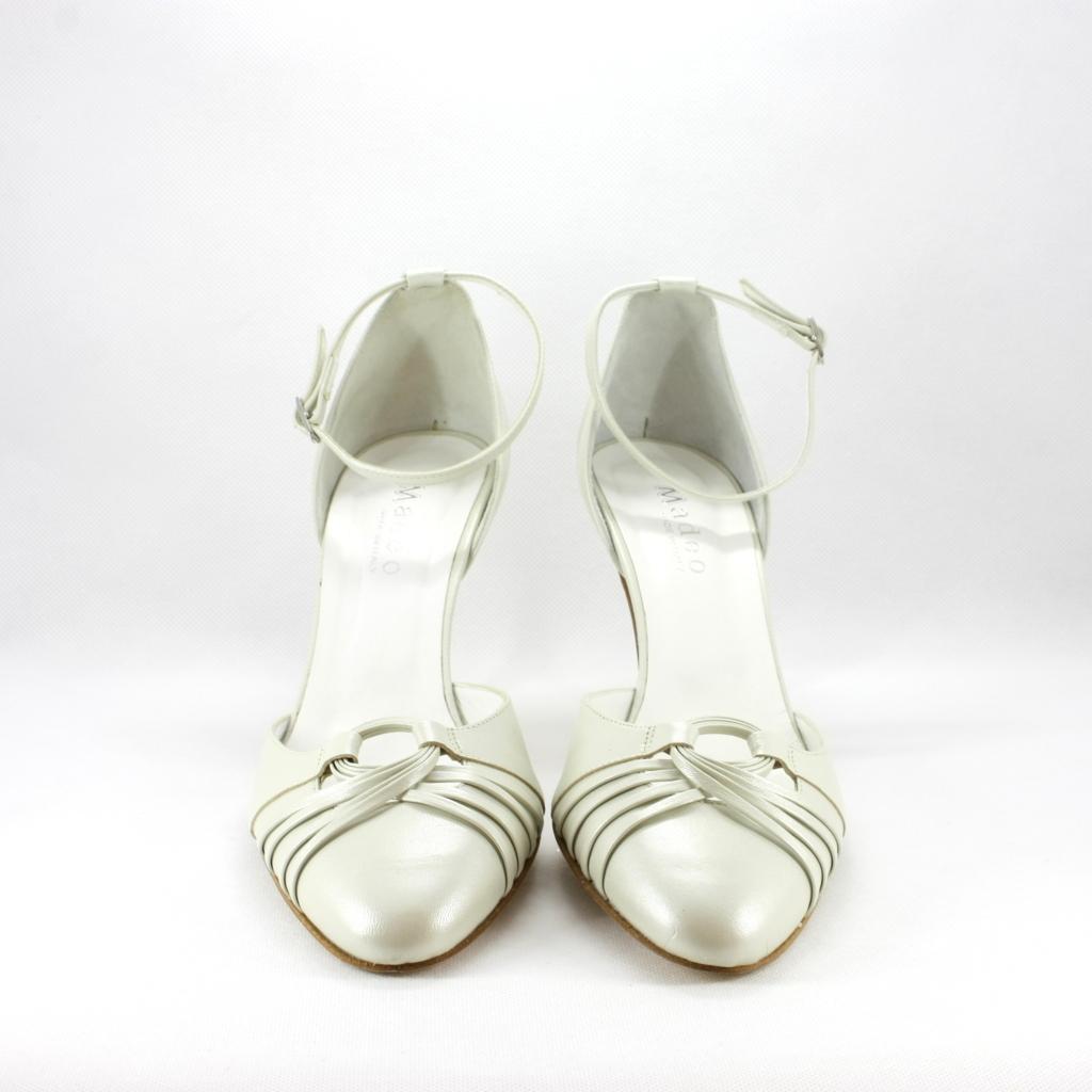 Scarpa donna elegante da sposa e cerimonia in pelle panna con cinghietta regolabile.