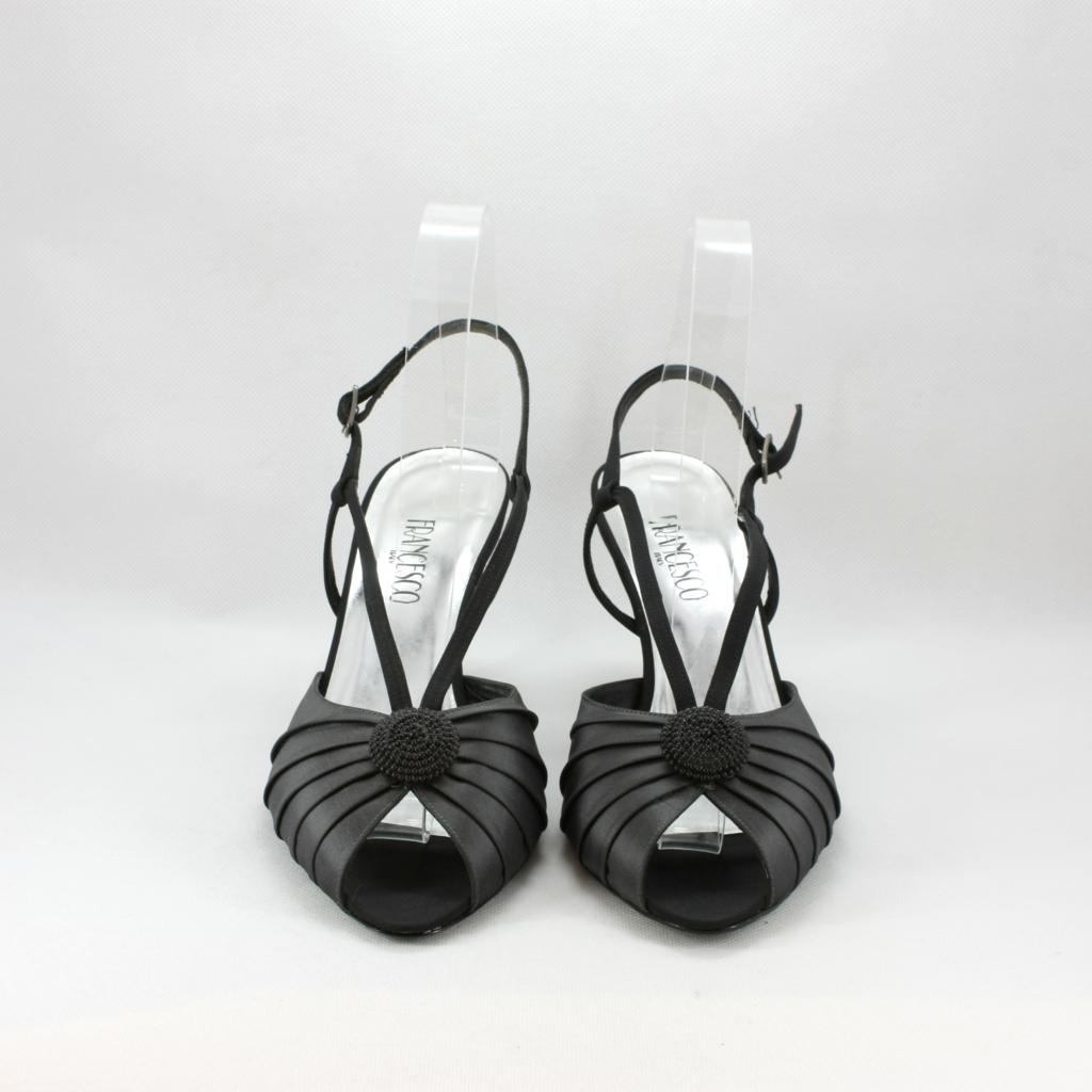 Sandalo cerimonia donna elegante realizzato in tessuto di taffetà con applicazione perline e cinghetta regolabile.