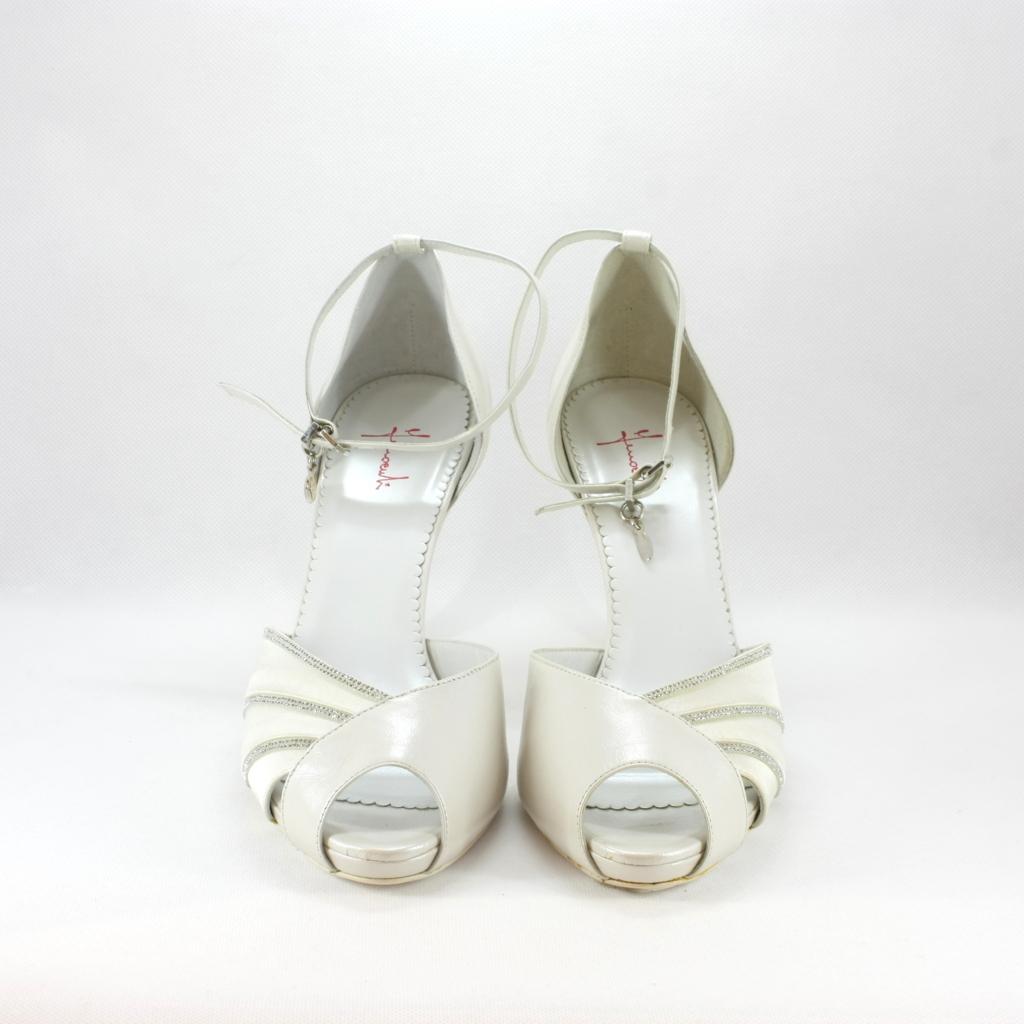 Sandalo cerimonia donna elegante in pelle con applicazioni cristalli Svarovsky e cinghietta regolabile alla caviglia.