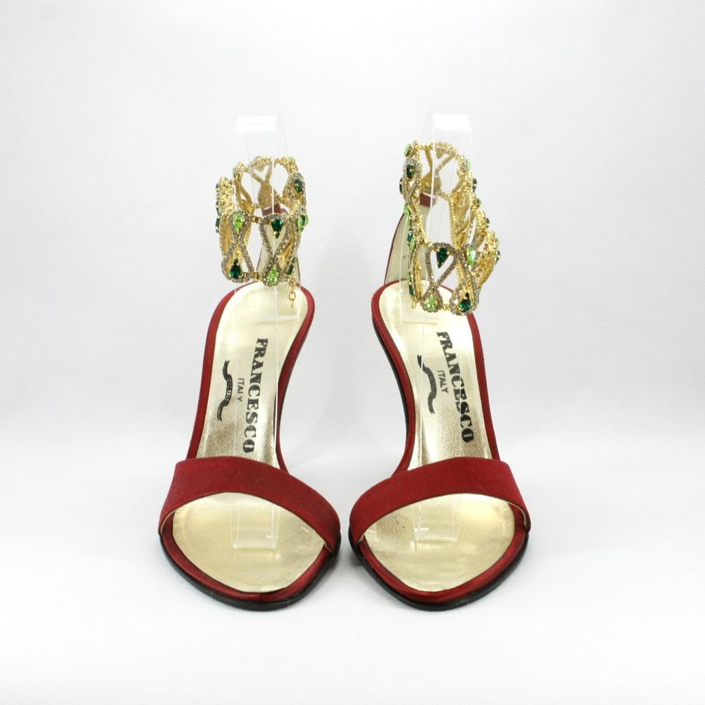 Sandalo cerimonia donna in raso rosso con cavigliera gioiello.