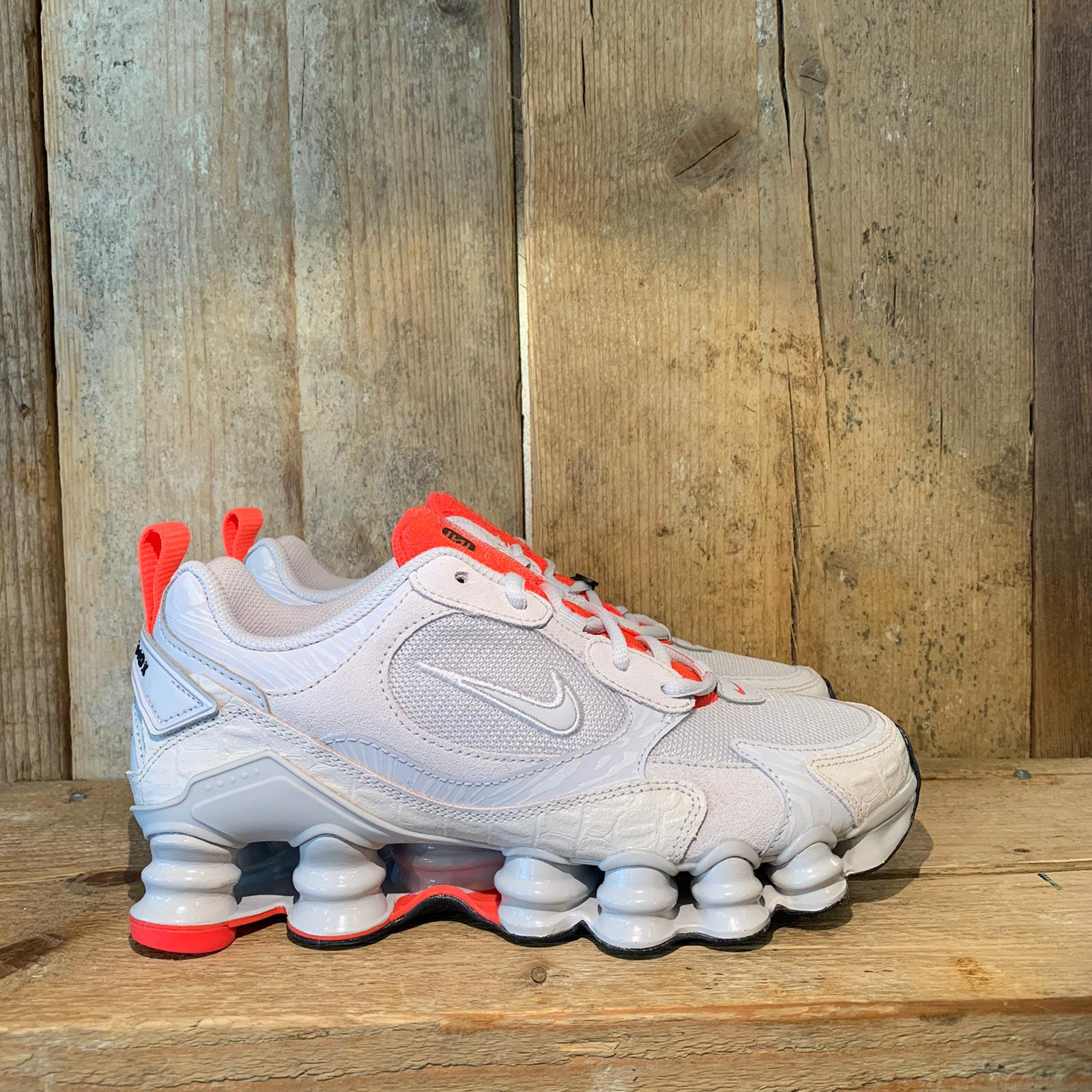 Scarpa Nike Shox TL Nova Grigio e Rosa Fluo