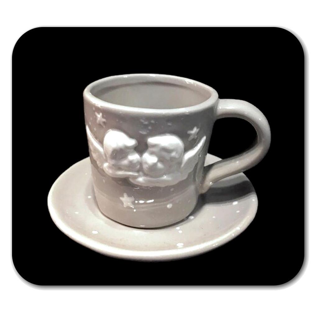 Tazza caffè con cherubini bianchi in rilievo in ceramica