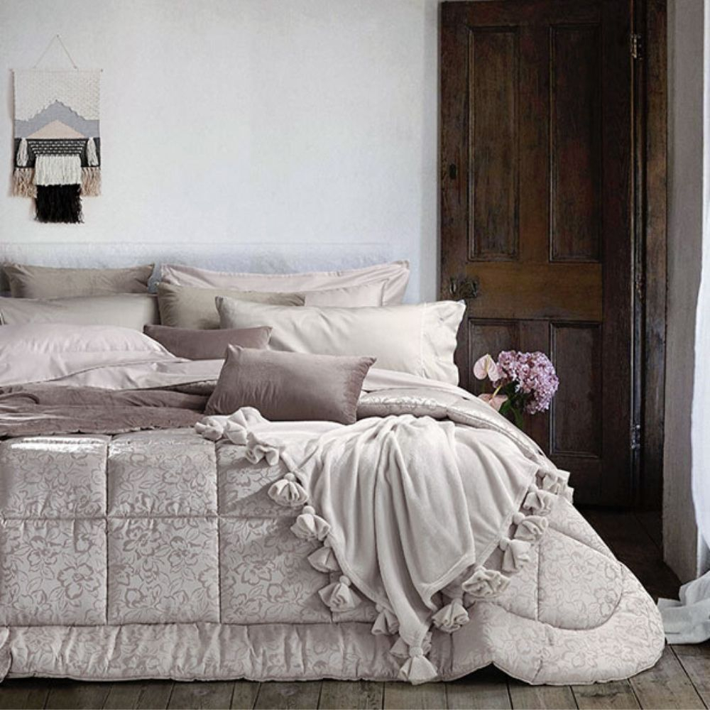 Trapunta Matrimoniale 270x270 cm con Rivestimento Floreale in Jacquard, Imbottito in Morbida Microfibra 100% Poliestere, Tessuto IPOALLERGENICO | BOHEME