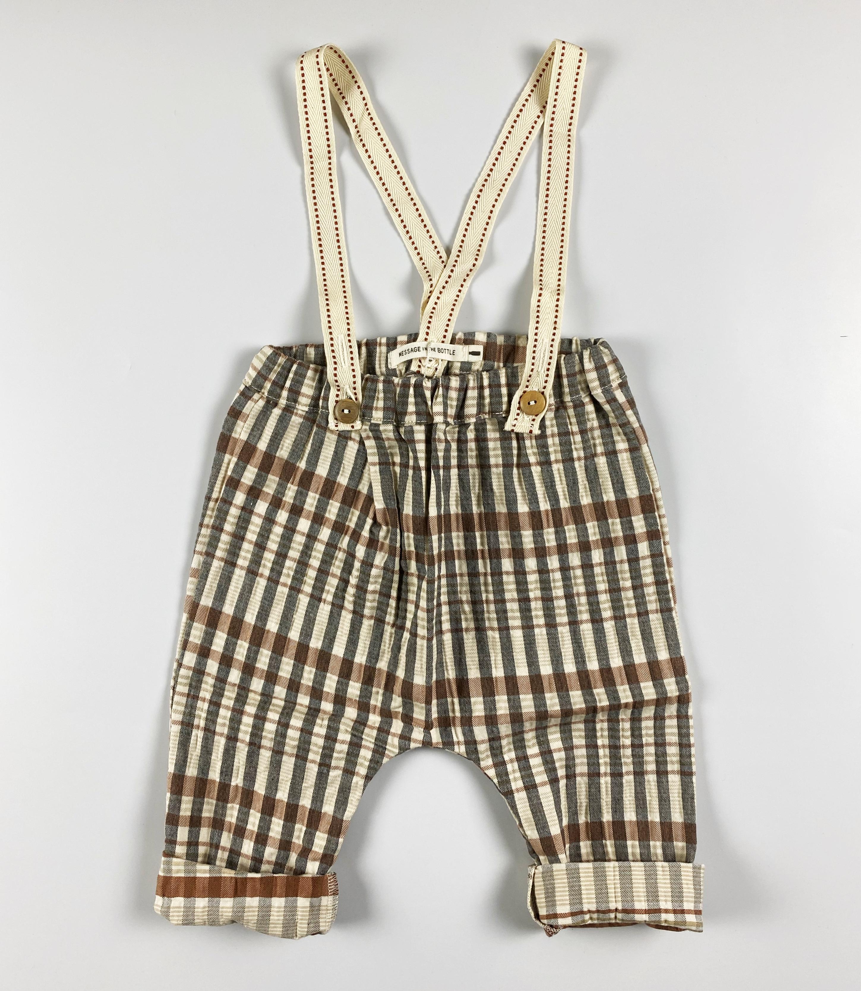 pantalone con bretelle