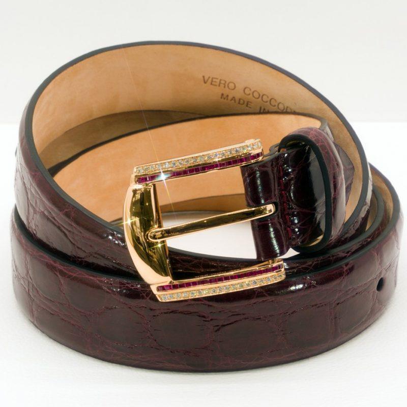 Fibbia d'Oro Rosa Diamanti e Rubini con Cintura di Coccodrillo Rossa