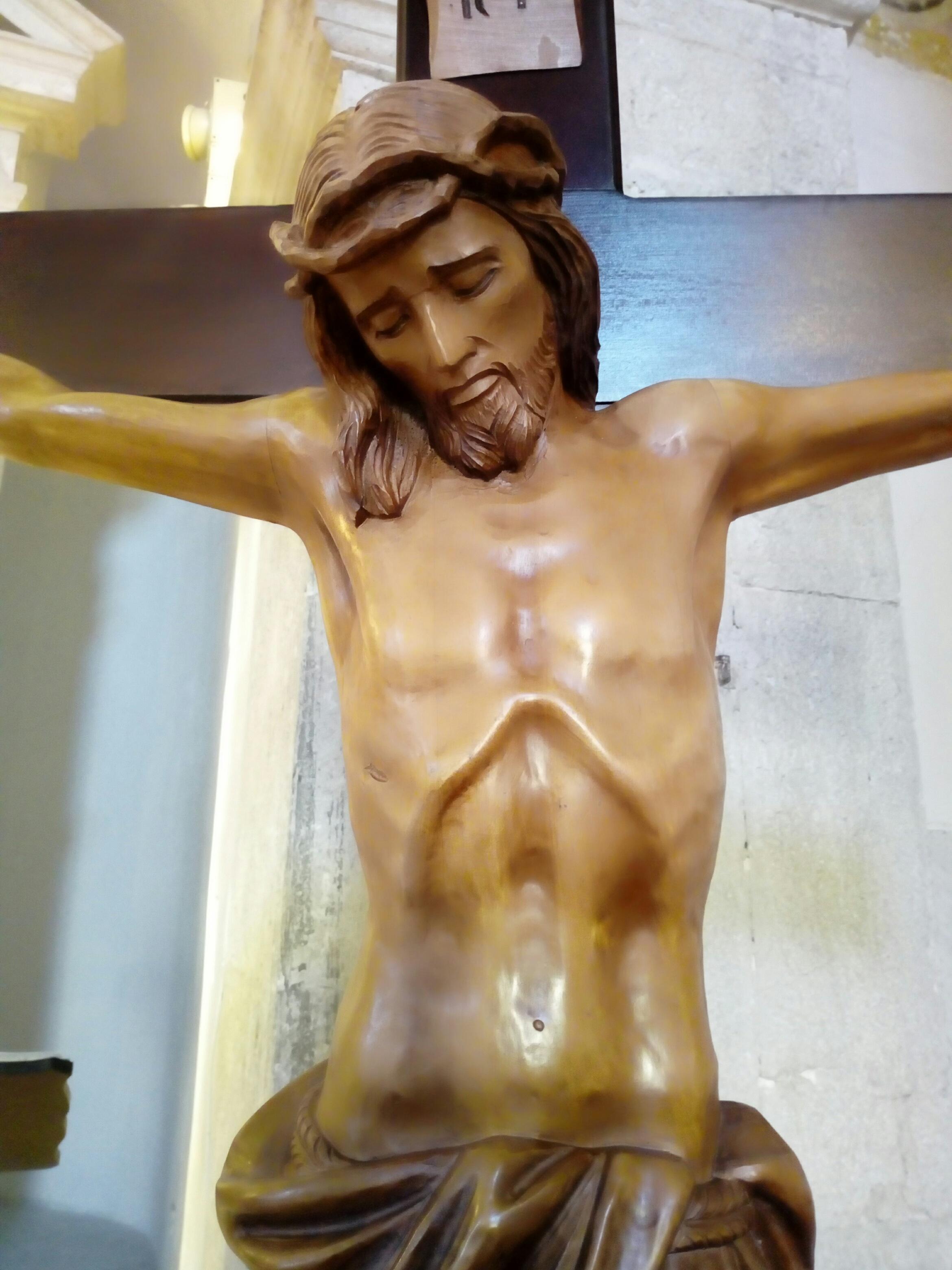 CROCIFISSO IN LEGNO CON CORPO INTAGLIATO A MANO DI CM. 105 ESTRAIBILE DAL  BASAMENTO