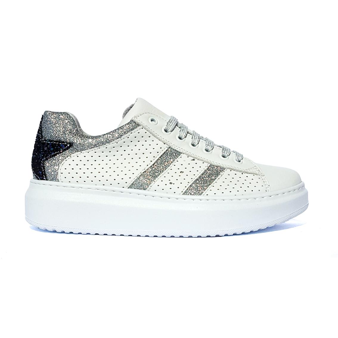 Sneaker bianca con stella Joann