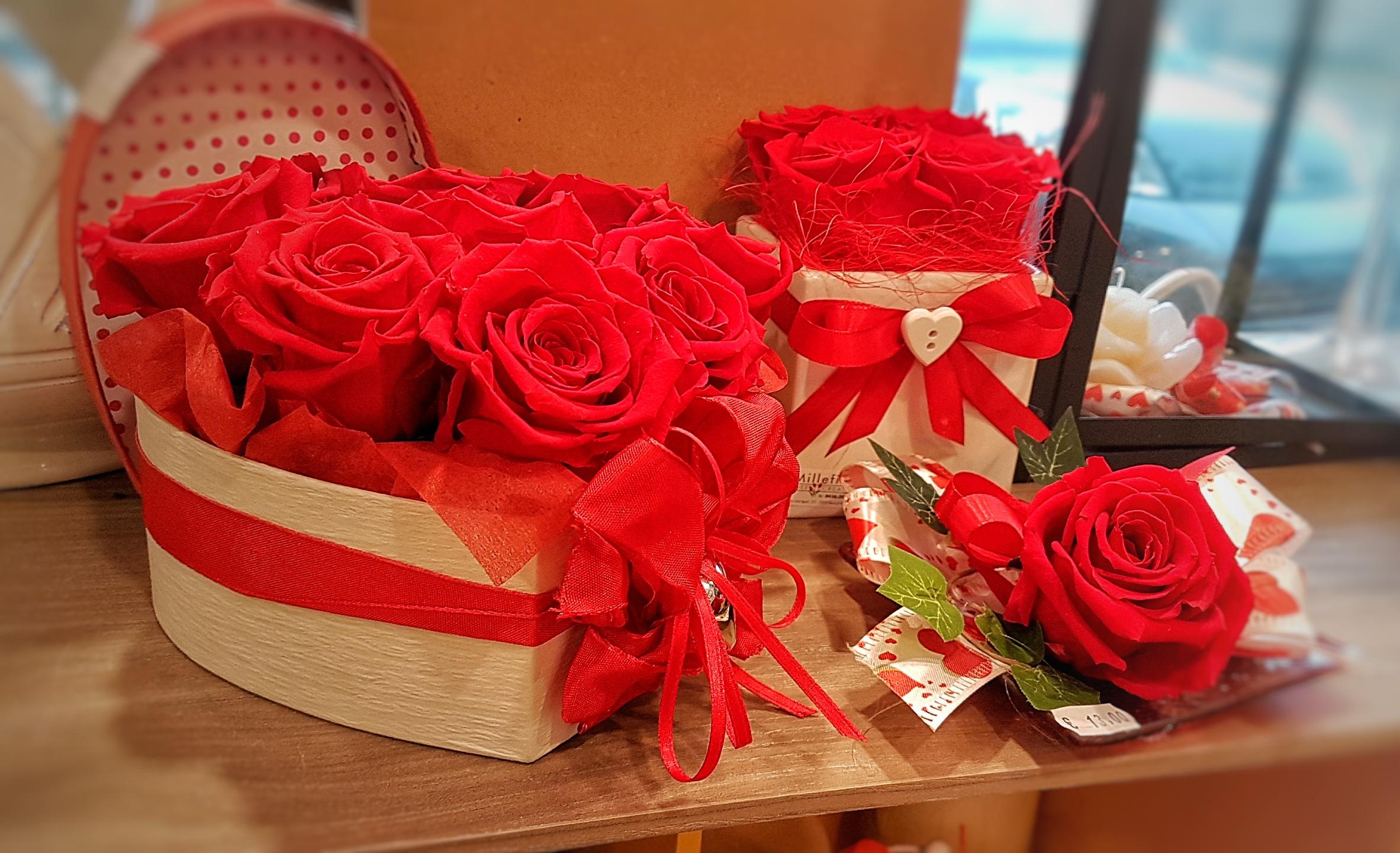 Flower Box con 3 rose stabilizzate