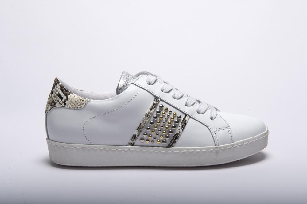 Meline @go - Sneakers pelle bianca tallone e lato pitonata roccia borchiata  gomma alta