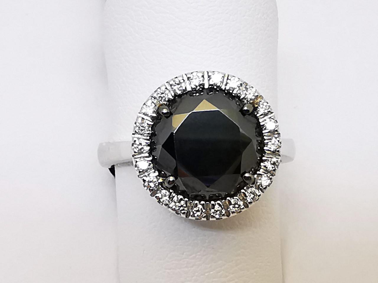 Anello con Diamanti bianchi e Diamante nero