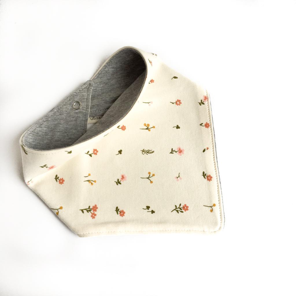Bavaglino modello bandana fiori in cotone biologico