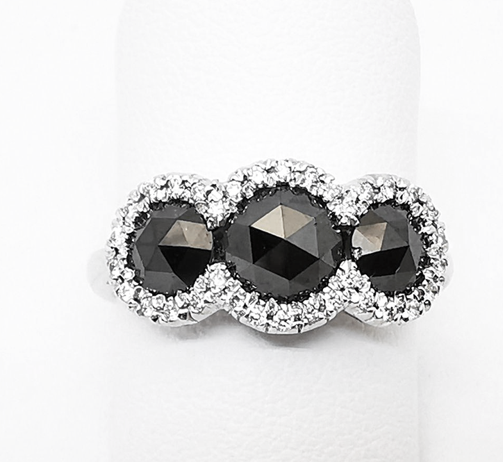 Anello con Diamanti neri e bianchi