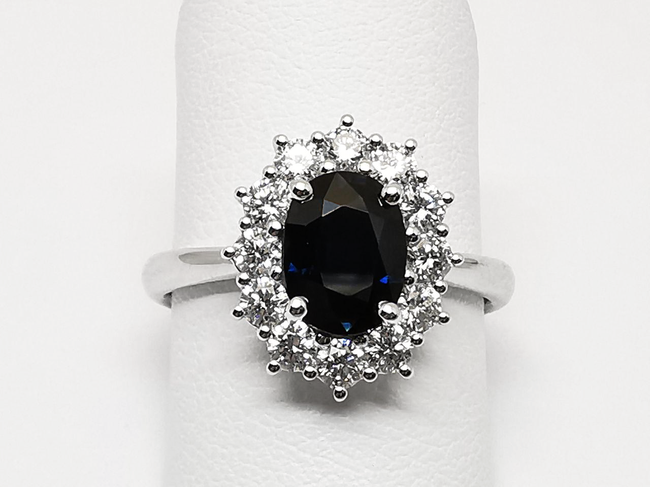 Anello con Zaffiro e Diamanti