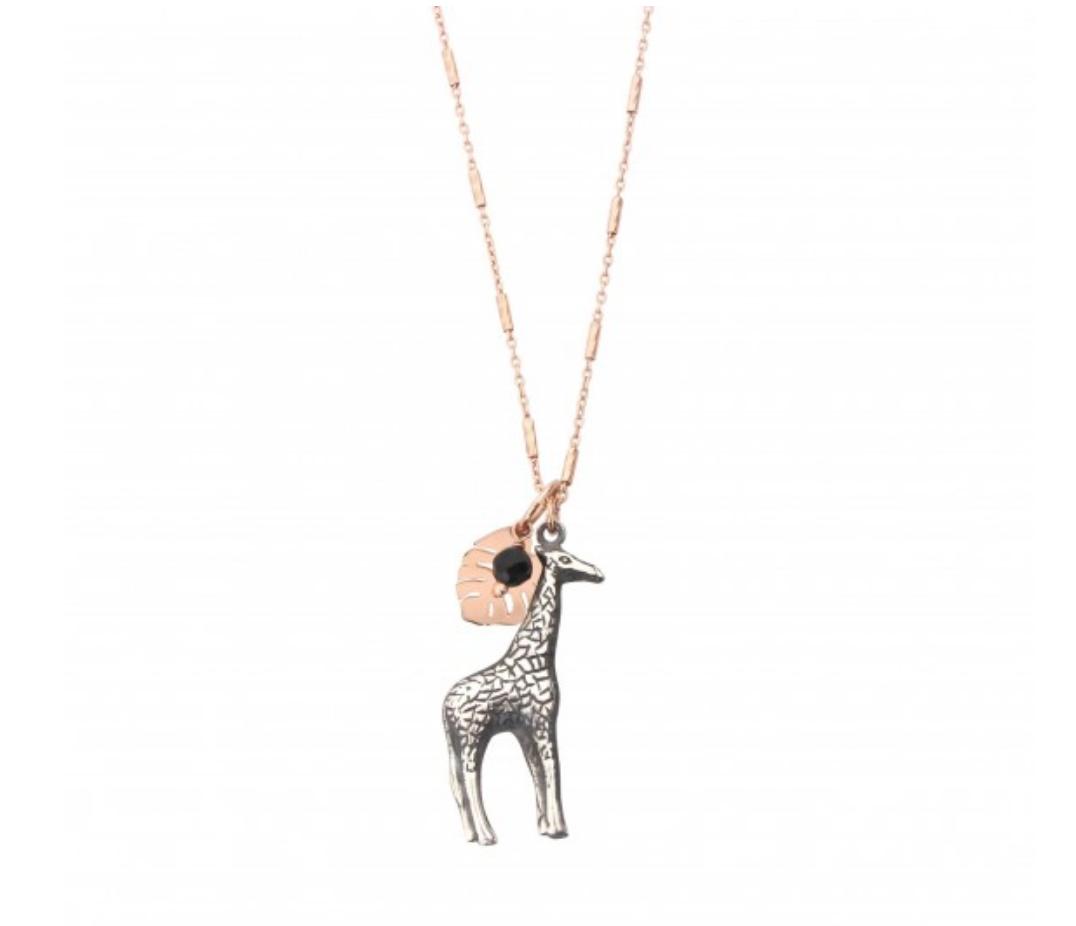 Collana di Catena con Pendente Composto da Giraffa, Foglia Monstera, Rosario di Pirite e Spinello