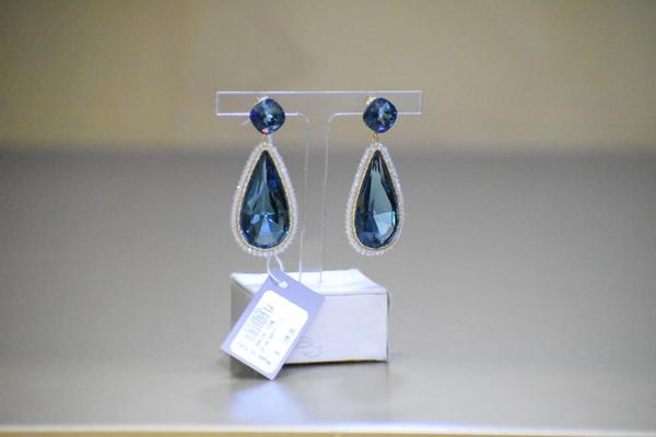 Sikè Jewels: orecchini pendenti in argento con pietre Swarovski e cristalli di Rocca