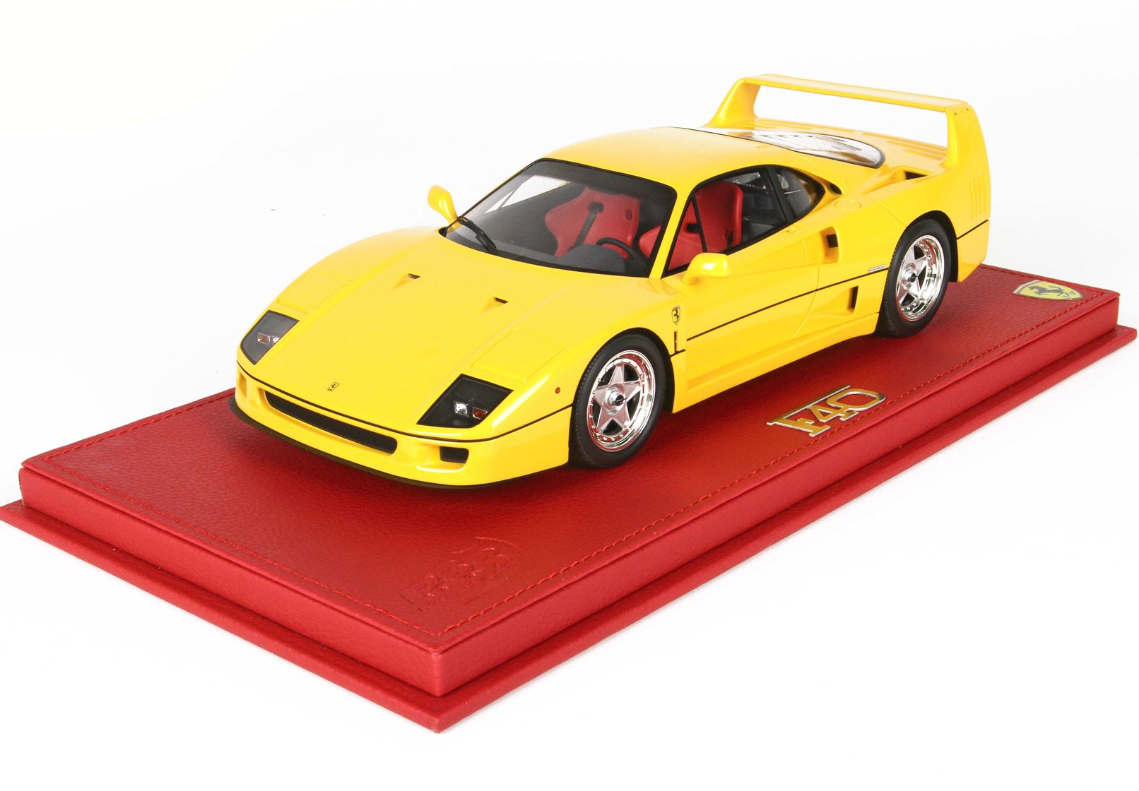 Ferrari F40 Giallo Modena 1987 With Case 1/18
