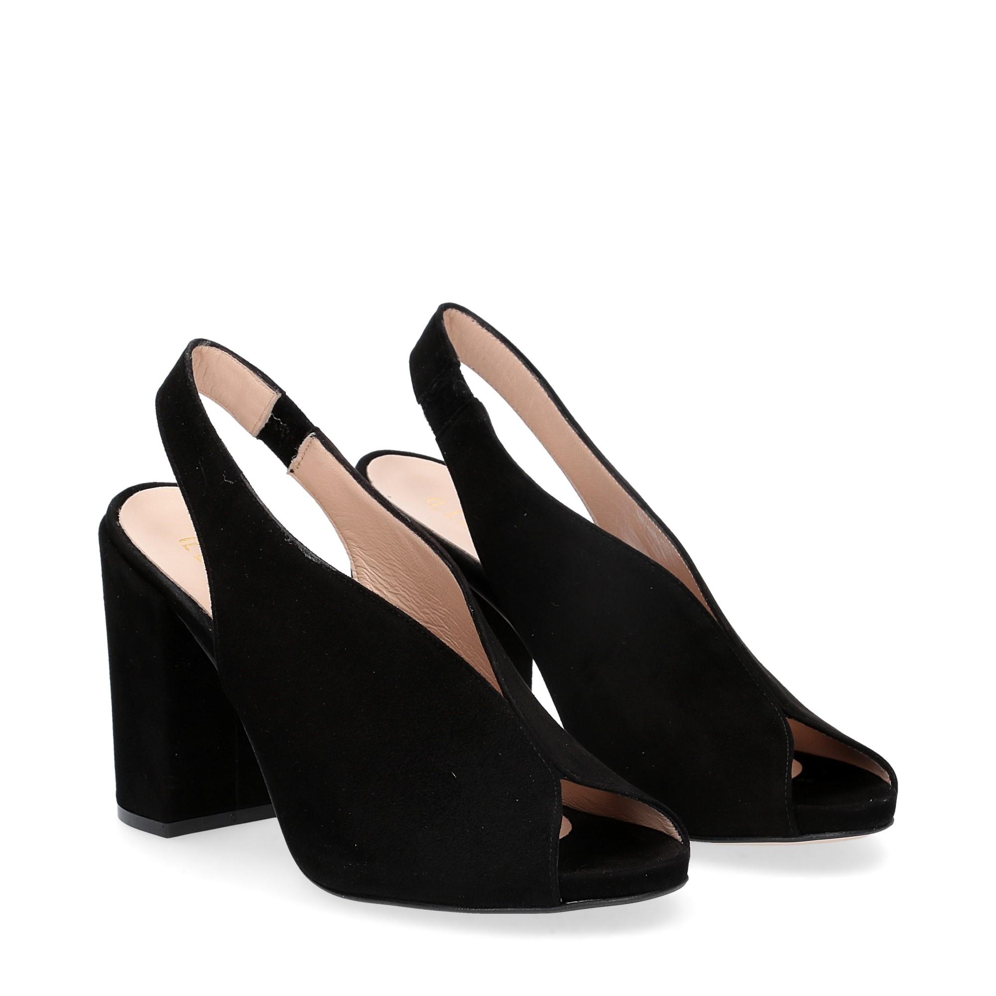 Il laccio sandalo camoscio nero