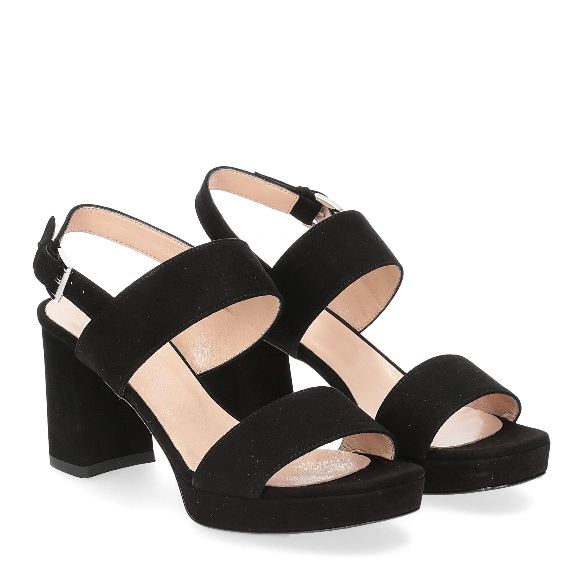 Il laccio Sandalo E2700 camoscio nero