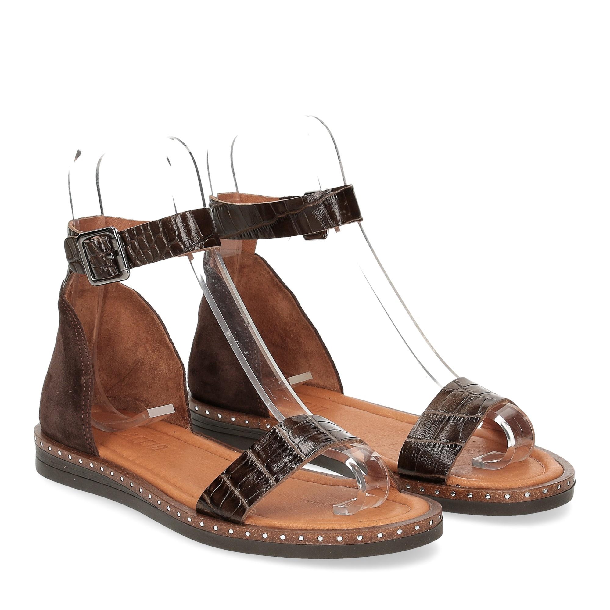 Il laccio sandalo in pelle testa di moro