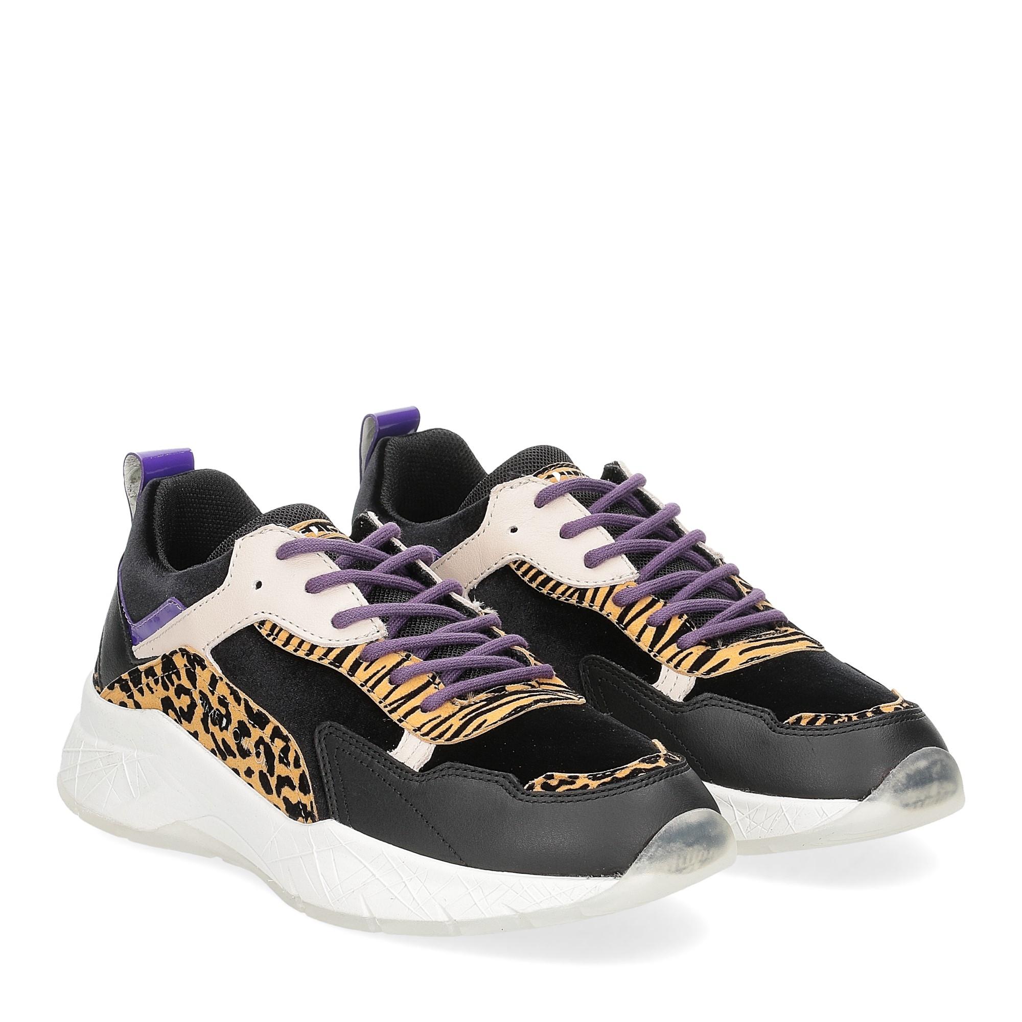 Crime London komrad leopard