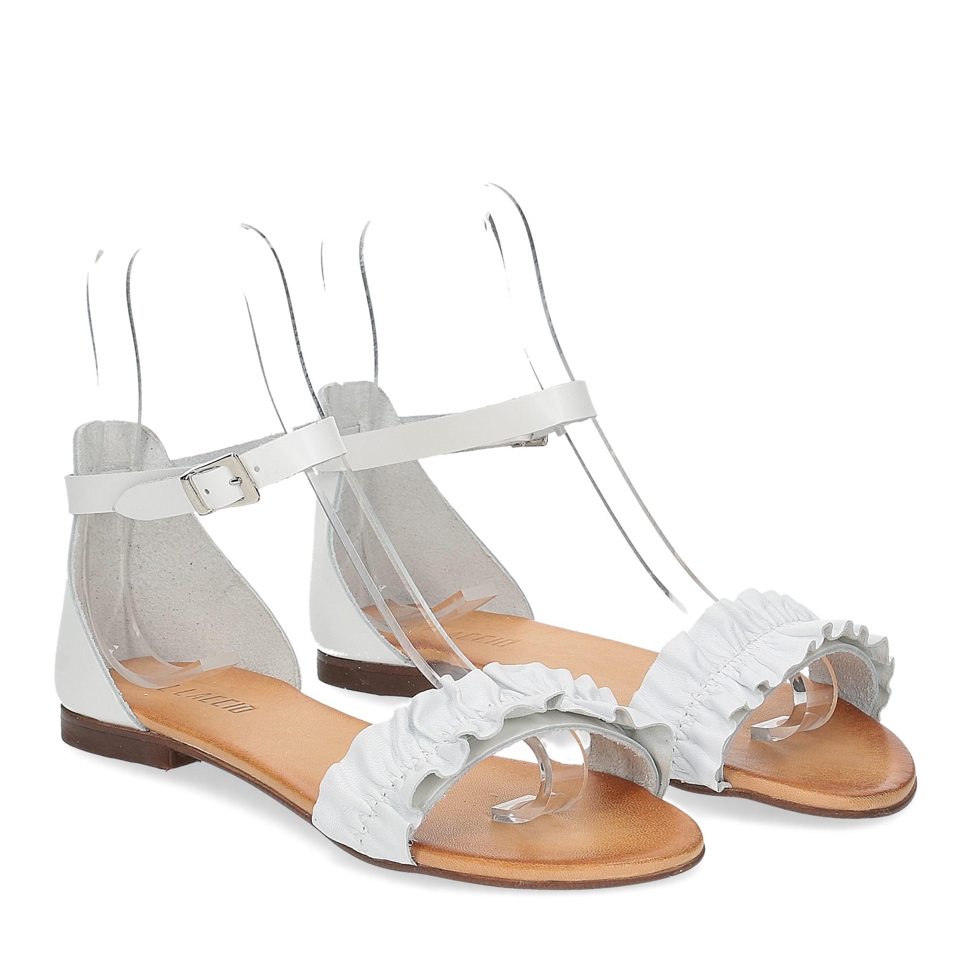 Il laccio sandalo pelle bianca