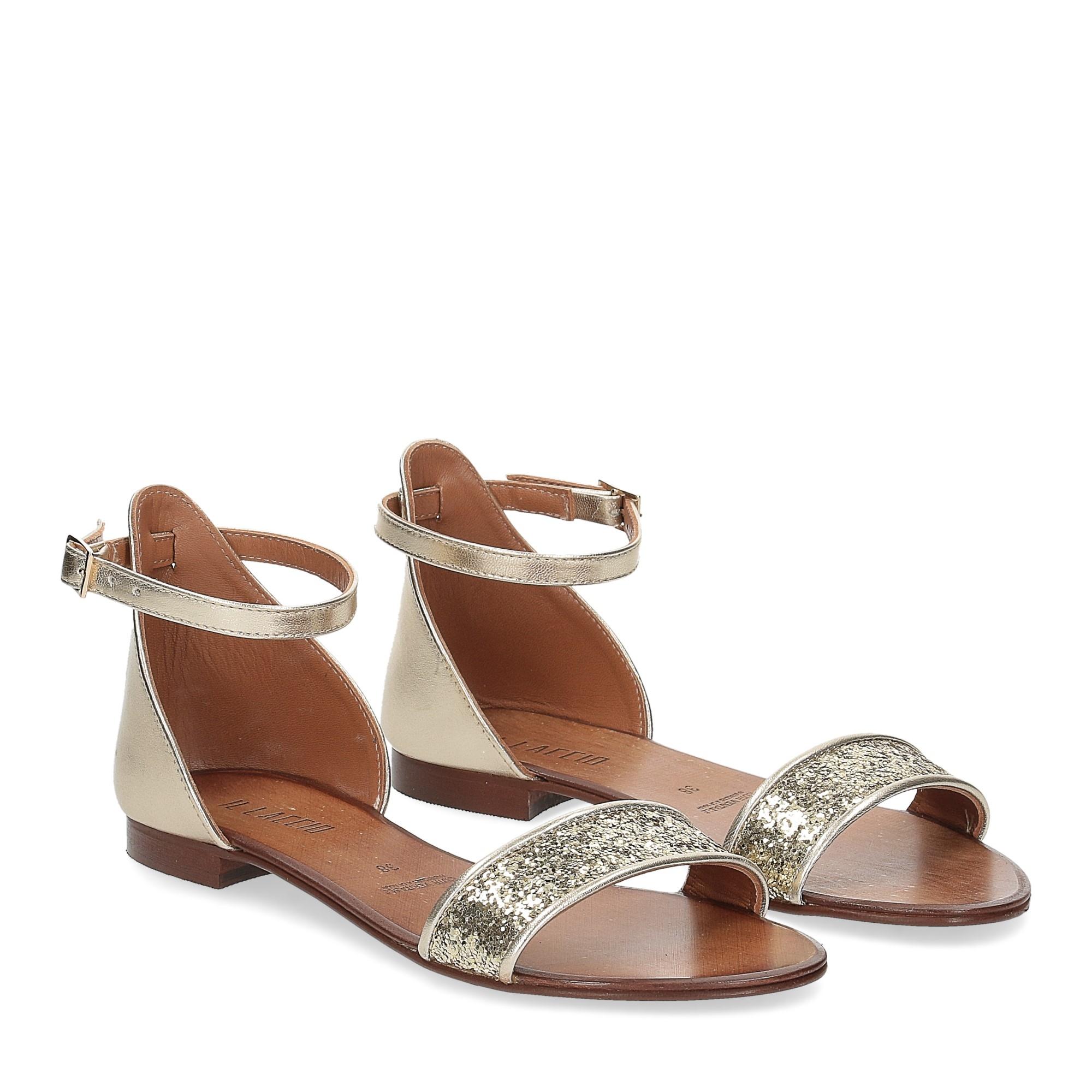 Il laccio sandalo pelle laminata
