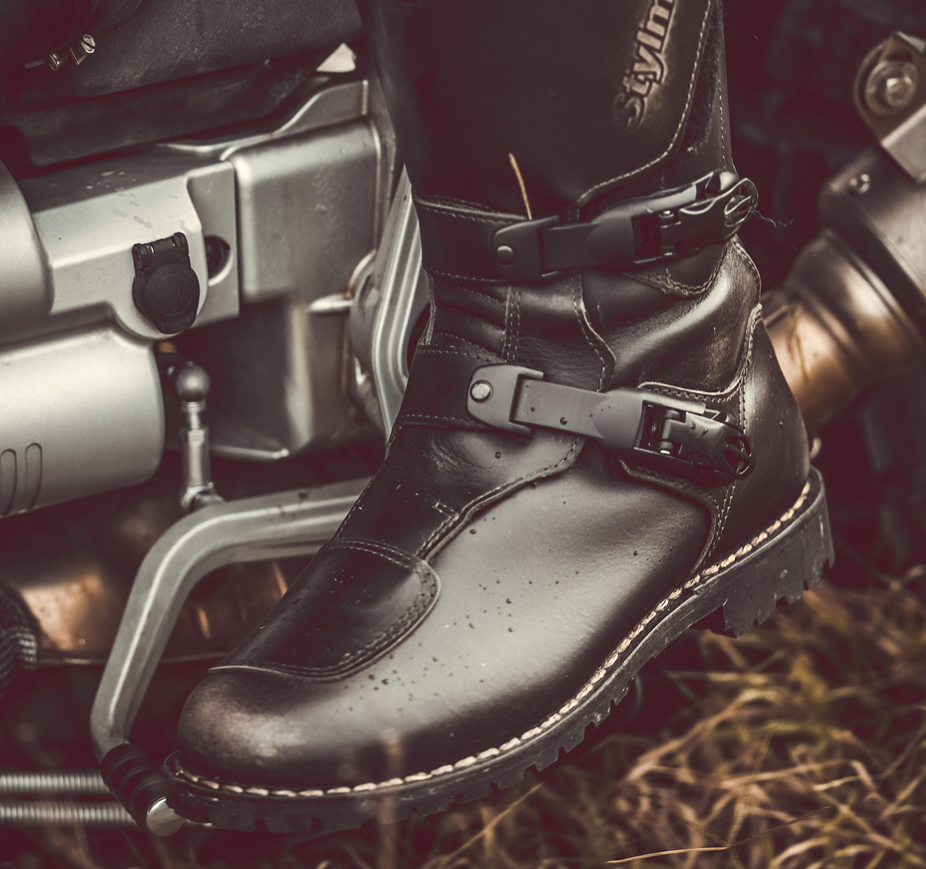 The best boots to wear on motorcycle and what look for in motorcycle boots
