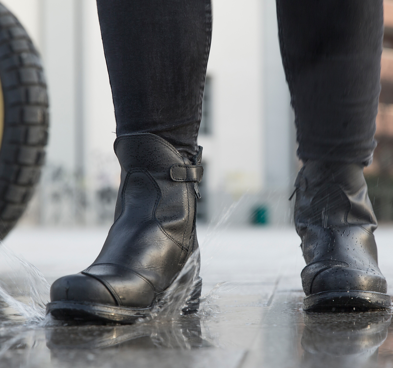 Choosing motorcycle shoes: are cowboy boots good for motorcycle riding?