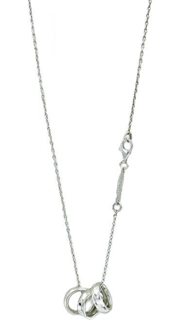 Girocollo stile prezioso in argento  con tre anelli con inciso la parola amore in uno e  due diamanti neri