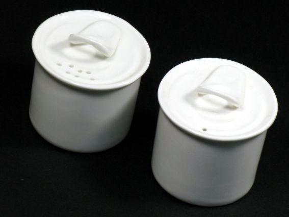 Pepiera in porcellana bianca di Seletti