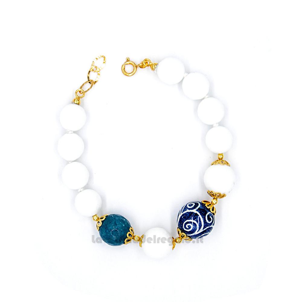 Bracciale con agata bianca e blu e sfere in ceramica di Caltagirone - Gioielli Siciliani