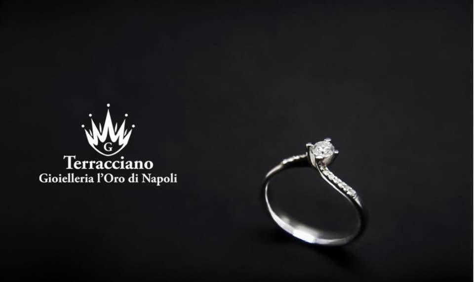 Anello Solitario Modello Valentino in oro Bianco e Diamanti