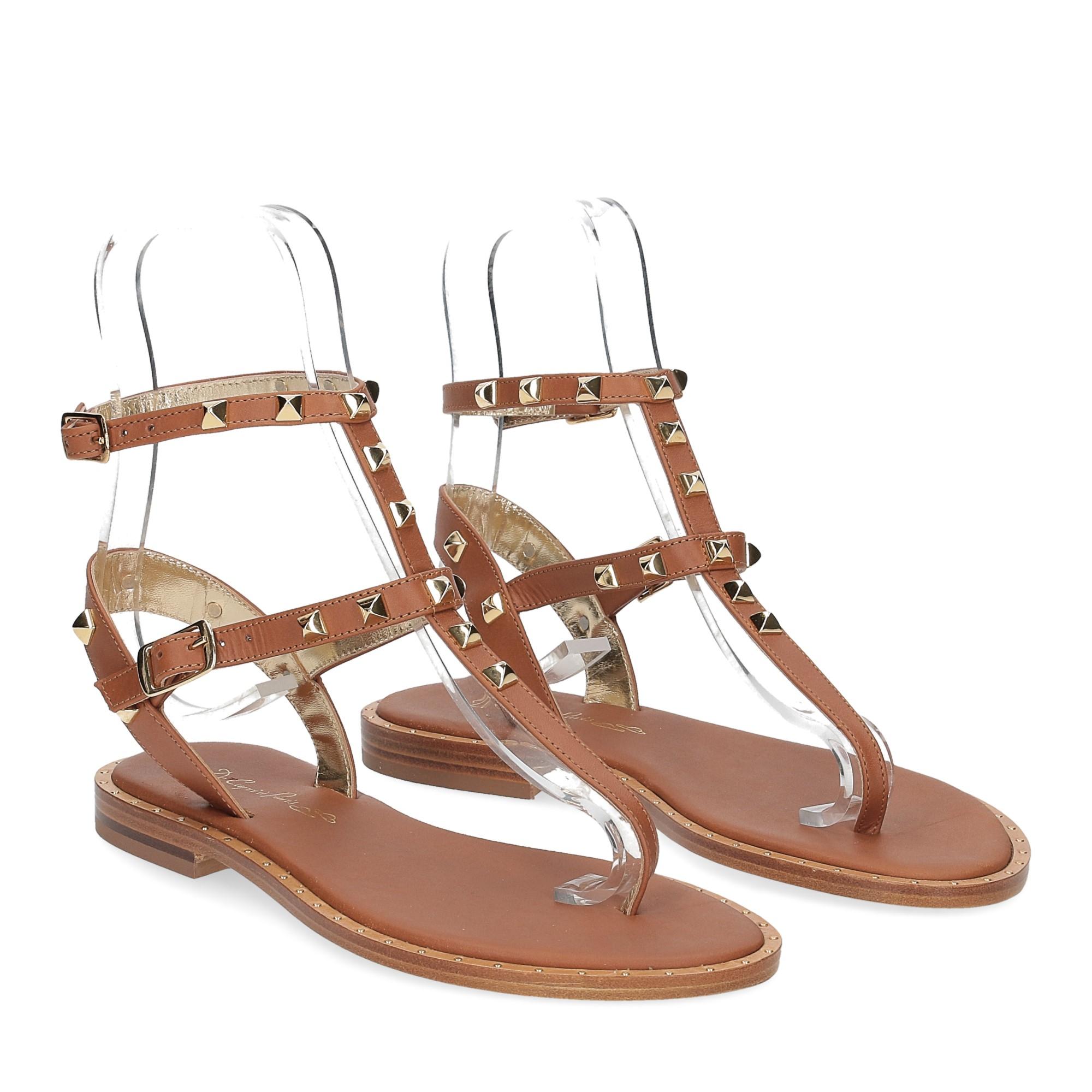 De Capri a Paris sandalo infradito borchie pelle cuoio