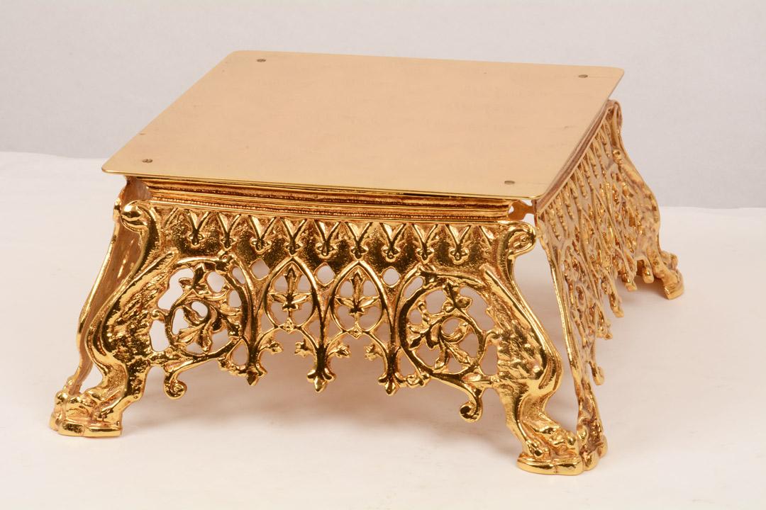 Tronetto in metallo dorato