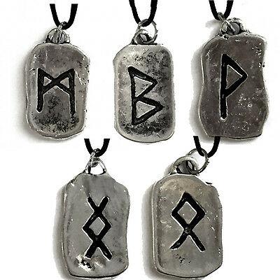 Ciondoli rune in metallo con cordoncino made in italy