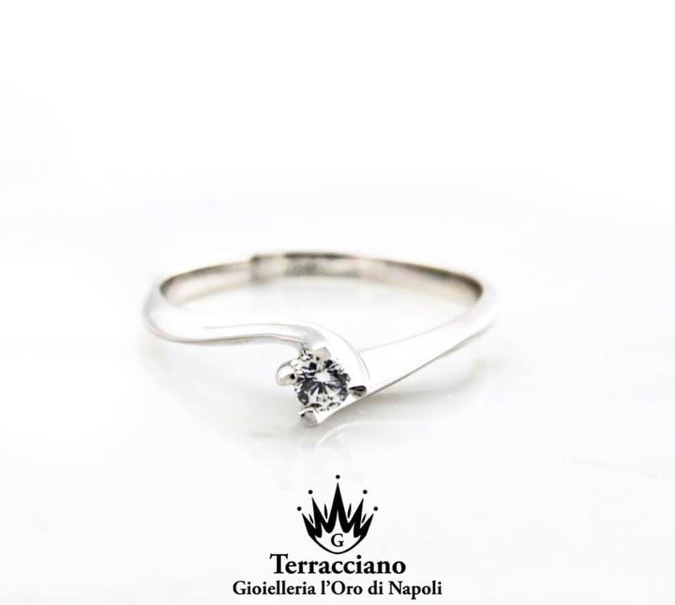 Anello Solitario Modello Valentino in oro bianco 18 KT con diamante