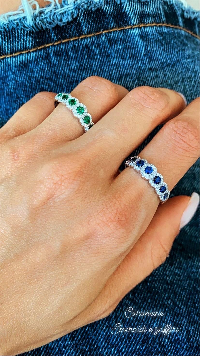 Anello coroncina con zaffiri blu o smeraldi e diamanti