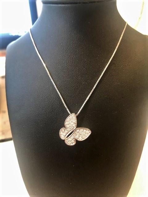 Collana in oro bianco 750% con pendente diamanti bianchi.