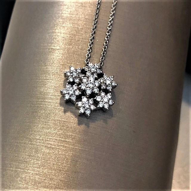 Collana in oro bianco 750% con pendente in diamanti