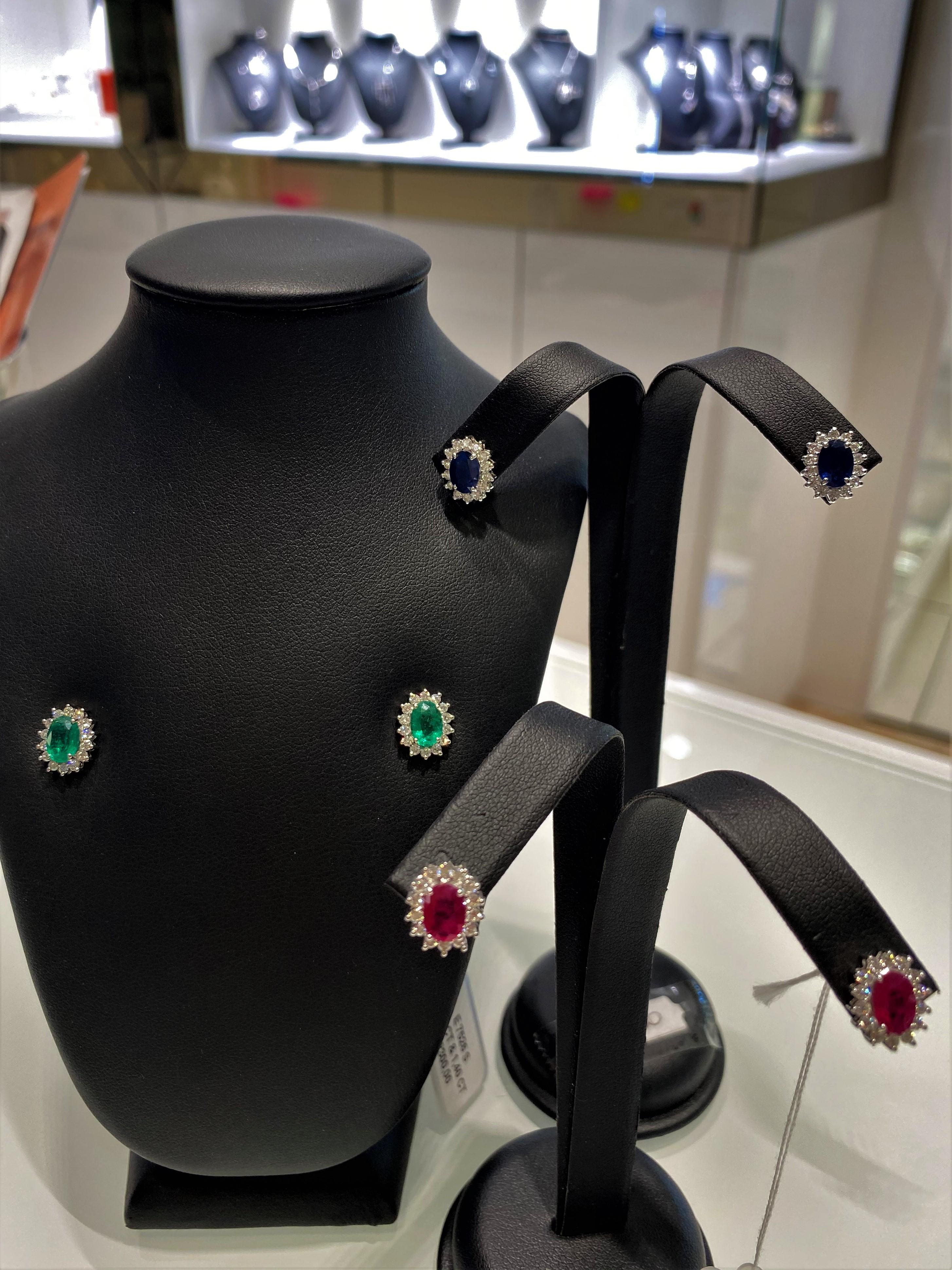 Orecchini oro bianco impreziositi da Rubini,Smeraldi, Zaffiri blu e diamanti
