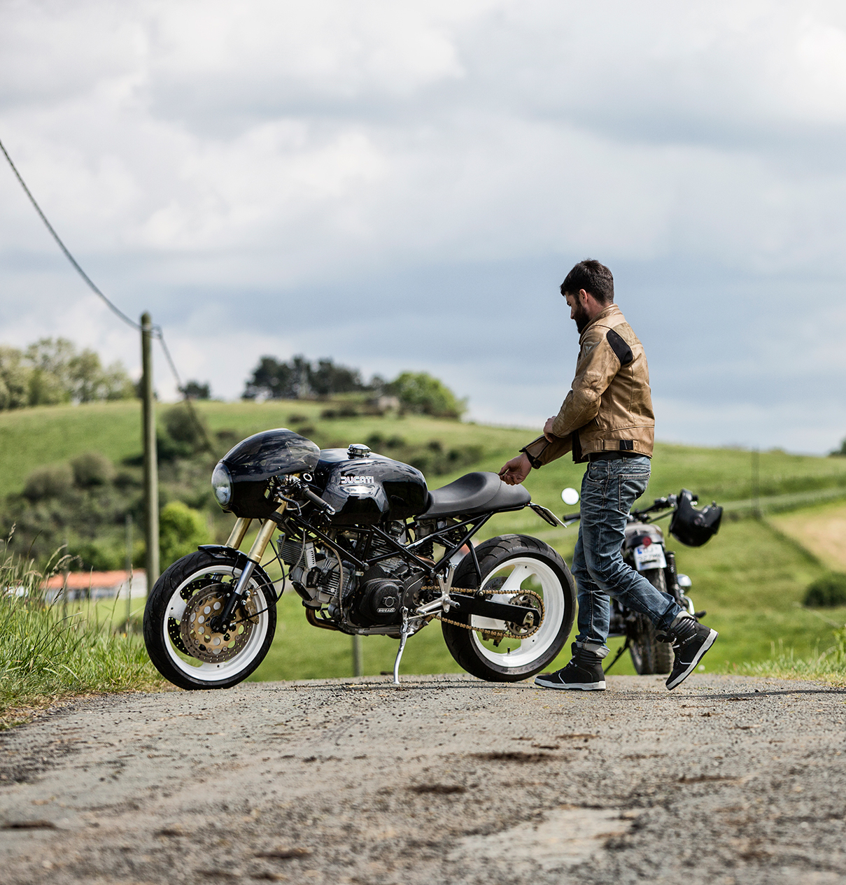 Online or off-line: where to buy motorcycle boots?