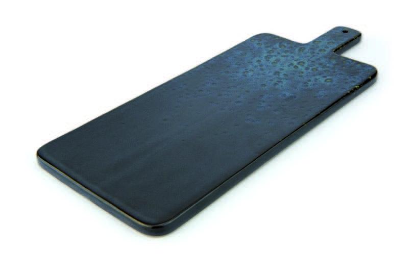 Tagliere rettangolare color nero con puntini reattivi blu con manico