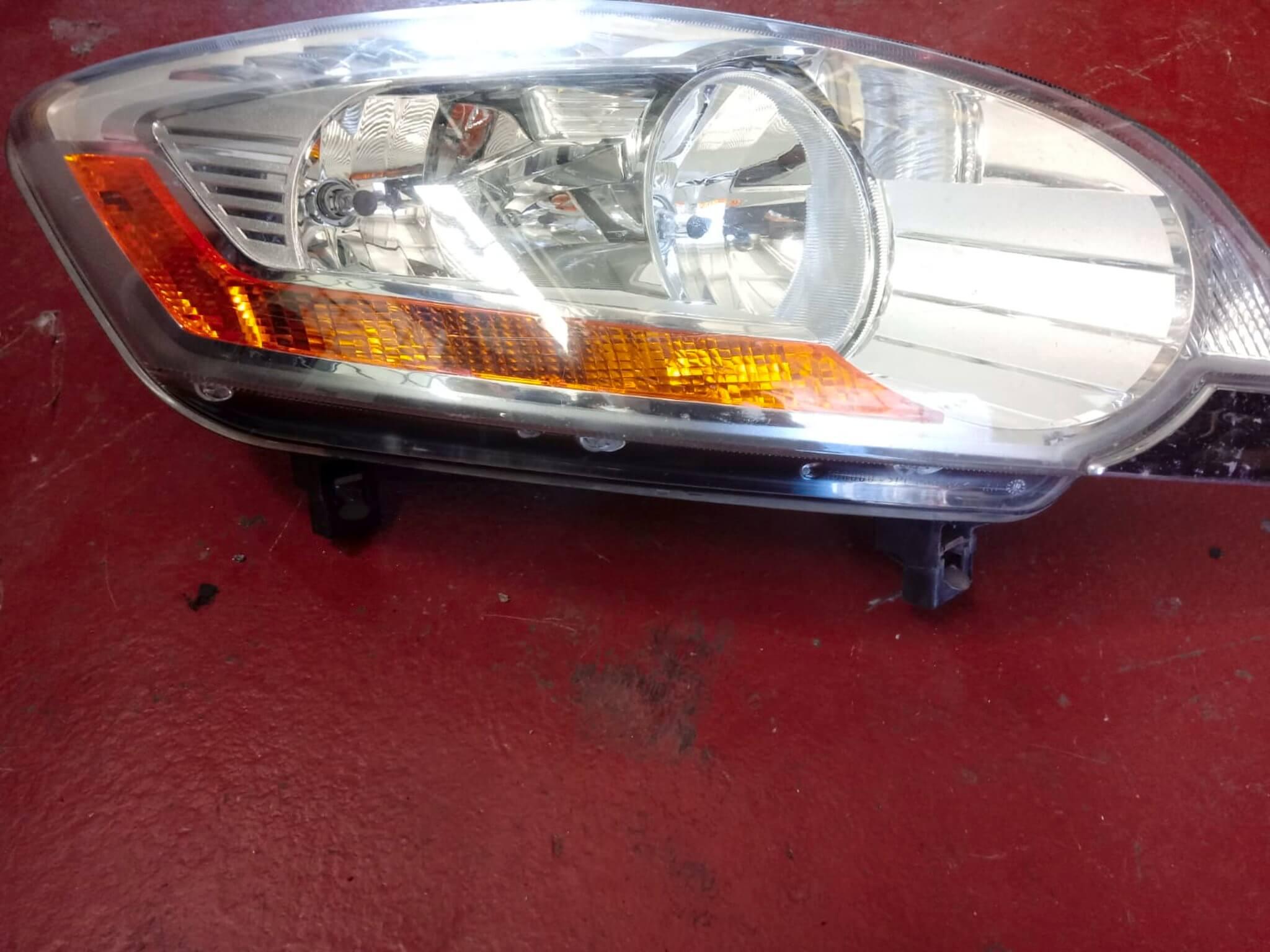 Proiettore faro ant. dx usato Ford Kuga 2008>