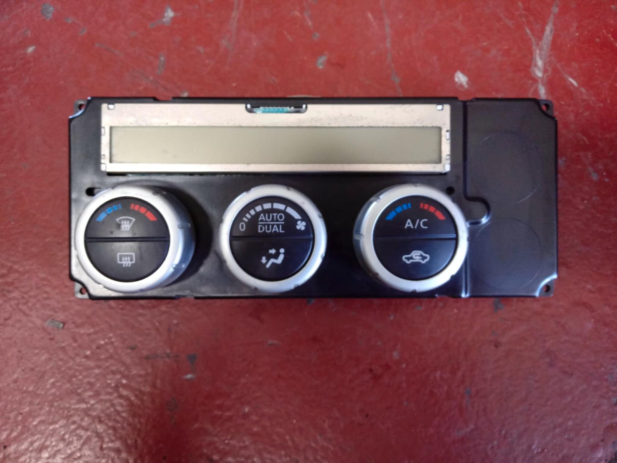 Blocco com. clima usato Nissan Navara 275005x13r